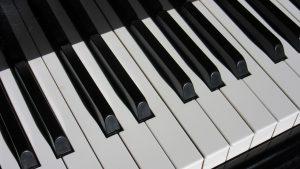 Digitale piano kopen gewogen toetsen hammer action