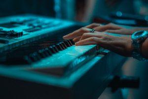 Piano leren spelen op keyboard